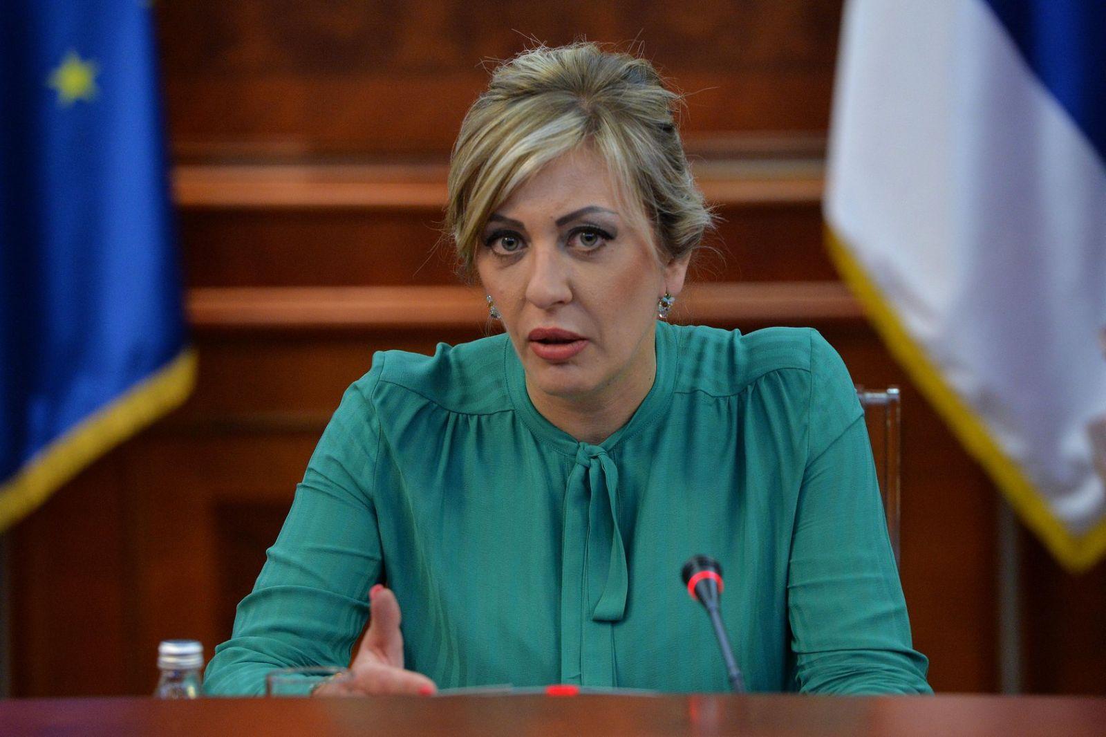 Ј. Јоксимовић: Надлежни да реагују на претње породици председника Вучића