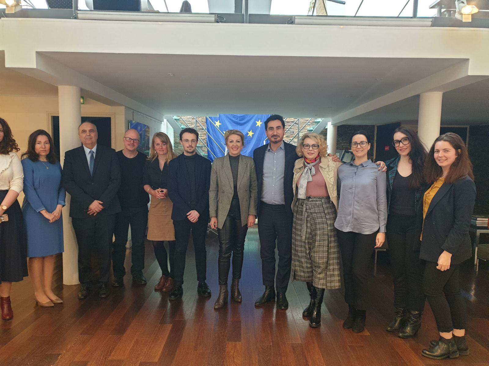 Ј. Јоксимовић и Клоса: Желимо Србију у ЕУ