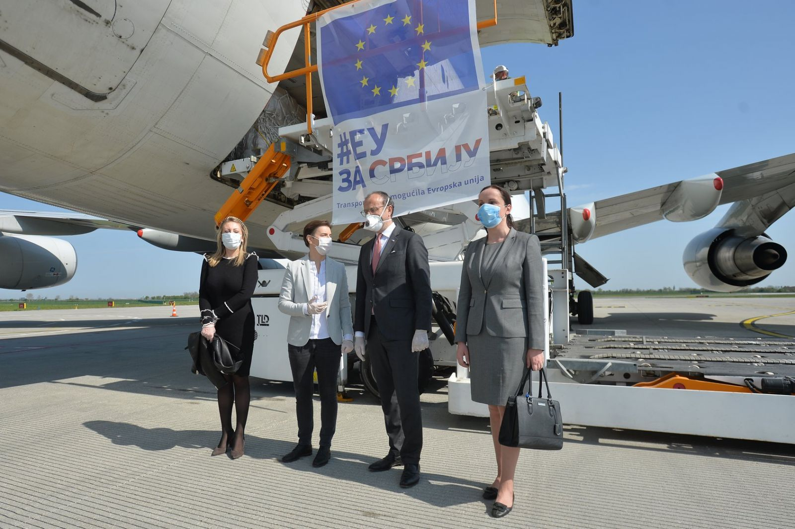 EU plane brings 800,000 masks