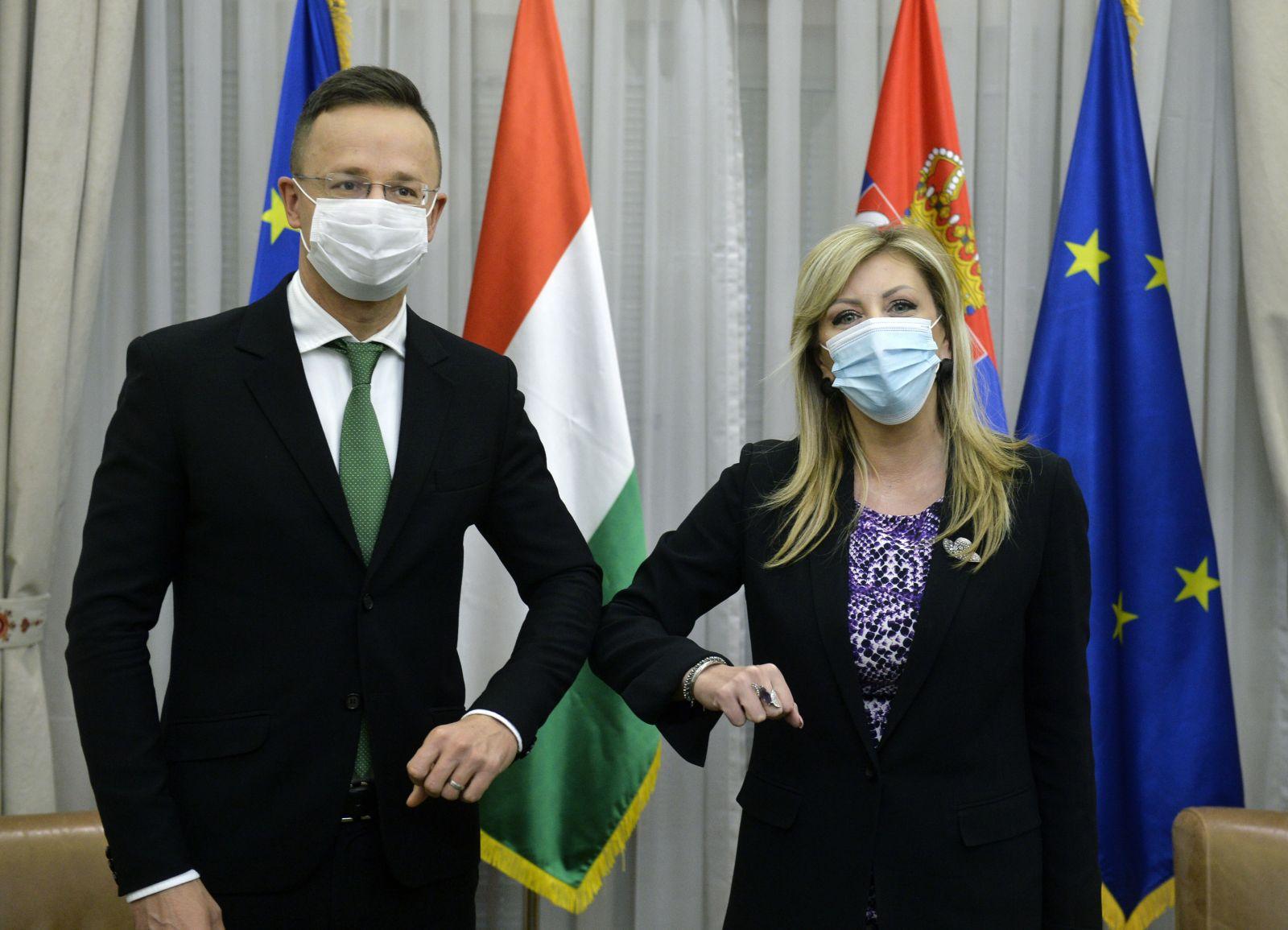 Ј. Јоксимовић и Сијарто: Мађарска за брже приступање Србије Европској унији