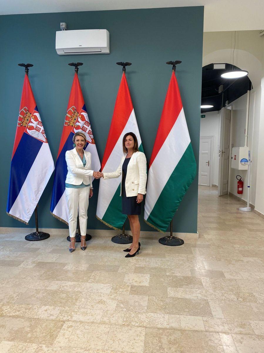 Ј. Јоксимовић са мађарском министарком о проширењу