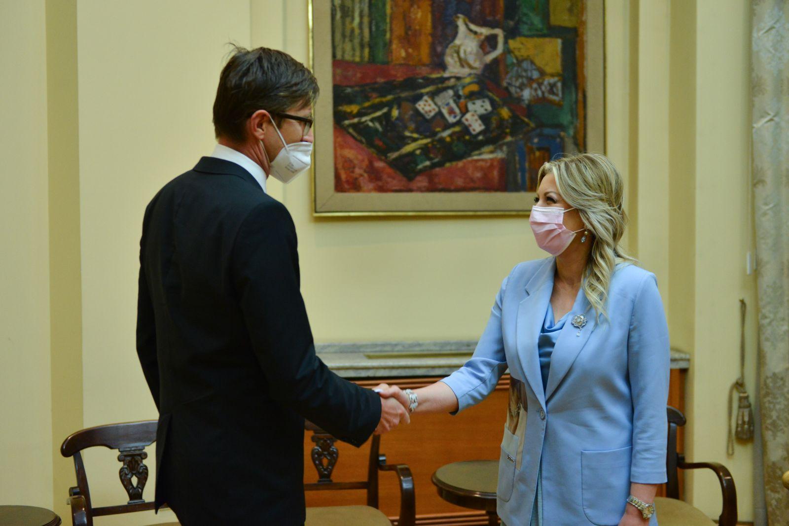 Joksimović and Makovec: Regular consultations with EEAS on accession process
