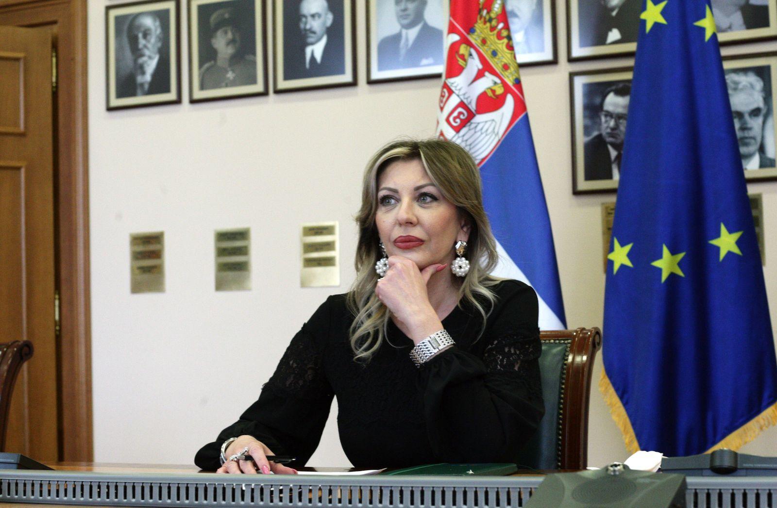 Ј. Јоксимовић онлајн са студентима ФПН