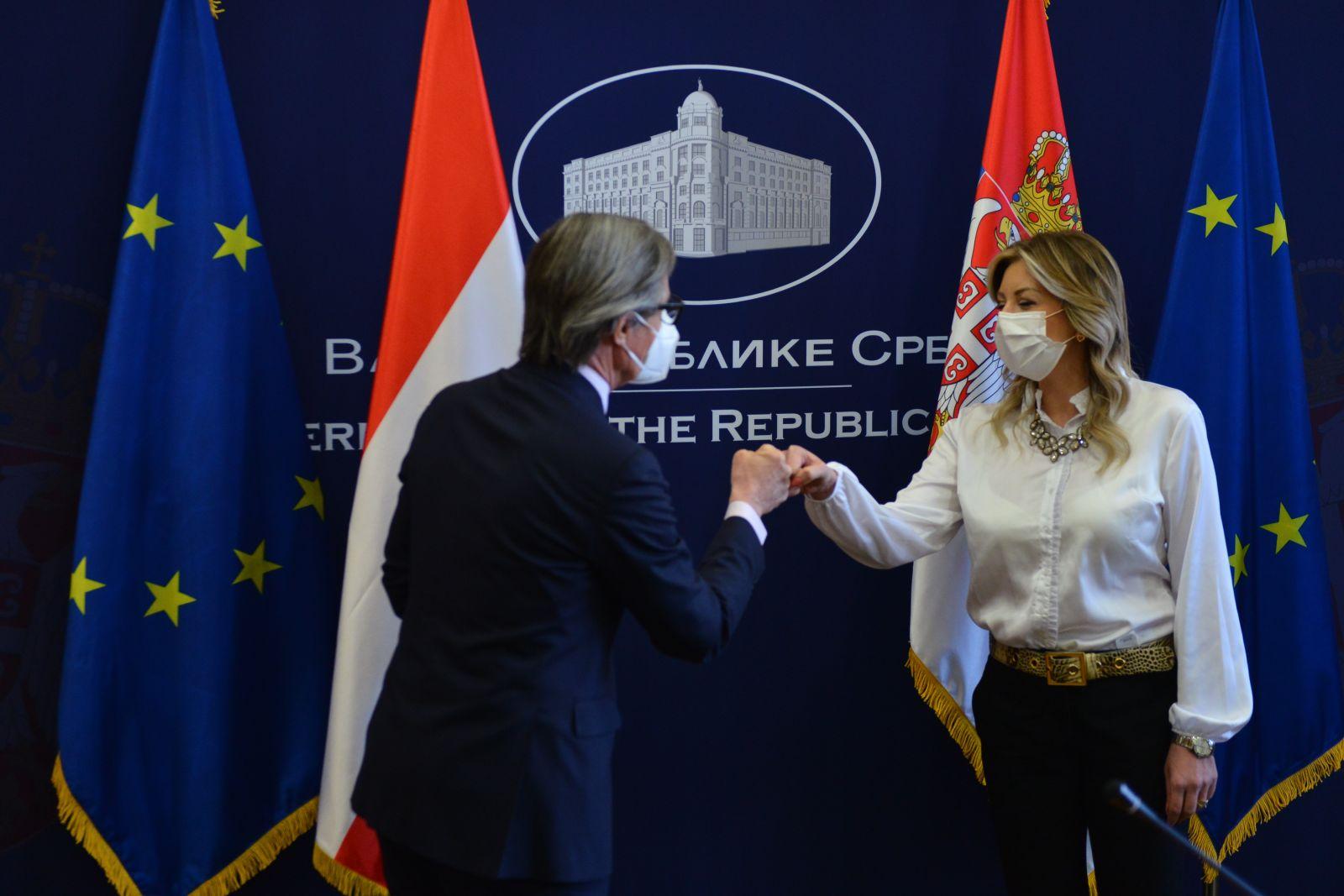 Ј. Јоксимовић и Лаунски: Потребан позитиван сигнал региону ЗБ-а