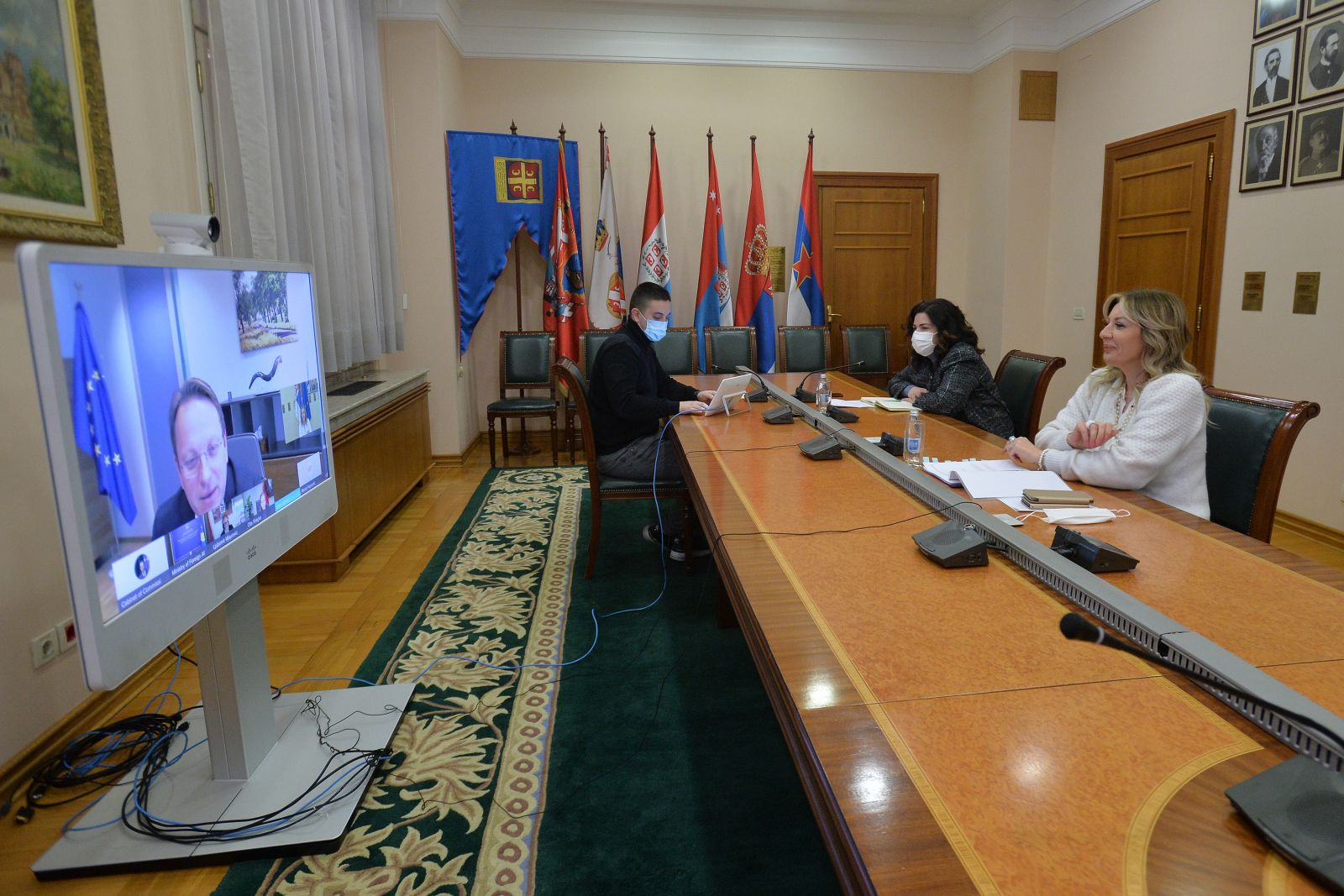 Várhelyi and ministers on vaccination in the Western Balkans