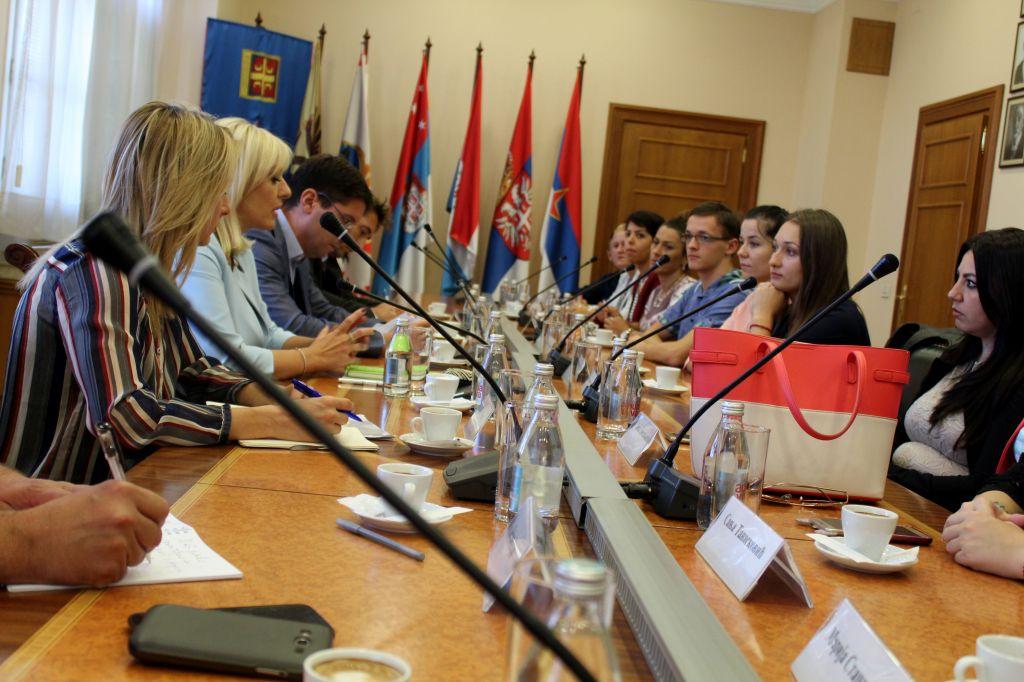 Ј. Јоксимовић са полазницима Школе европских интеграција