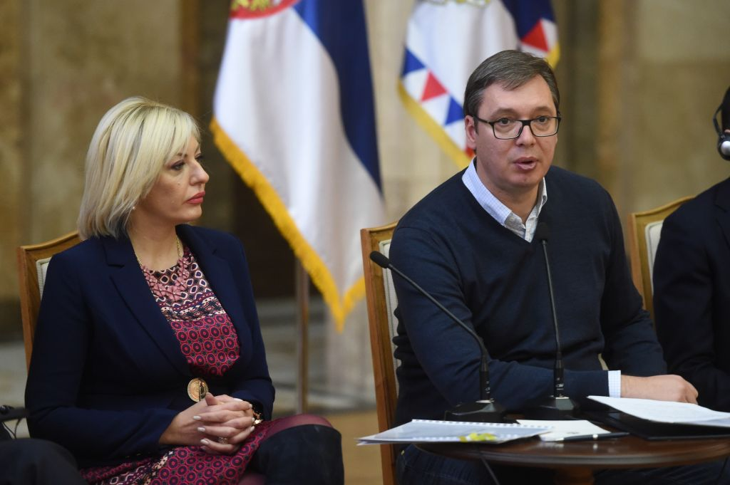Председник Србије Александар Вучић и министар за европске интеграције Јадранка Јоксимовић састали су се са омладином Европске народне партије (YEPP)