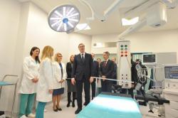 Председник Републике Србије Александар Вучић отворио је данас нову Хирушку болницу у Врању. Отварању је присуствовала и министар за европске интеграције Јадранка Јоксимовић.