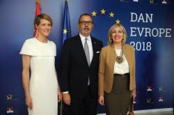 Министар за европске интеграције Јадранка Јоксимовић и шеф Делегације ЕУ у Србији Сем Фабрици