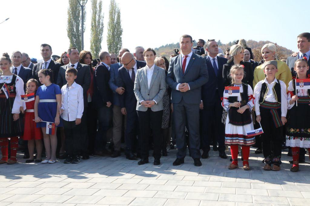 Министар за европске интеграције Јадранка Јоксимовић на откривању споменика у Прокупљу