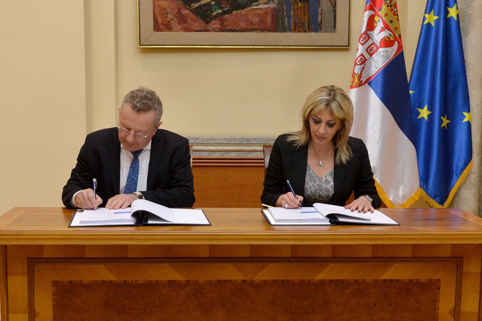 Ј. Јоксимовић: Потписан споразум којим ће се збринути још 900 избегличких породица у Србији