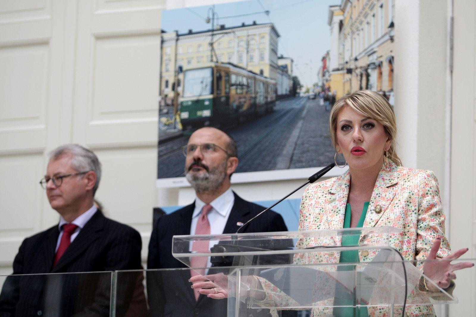 Отворена изложба фотографија о Београду и Хелсинкију