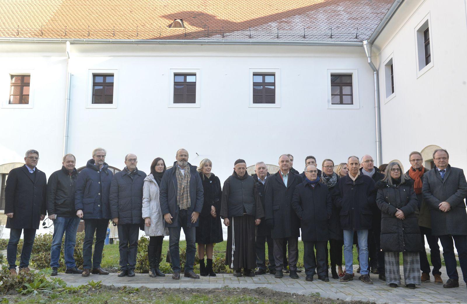Амбасадори држава чланица ЕУ на састанку са министром Јоксимовић у Бачу