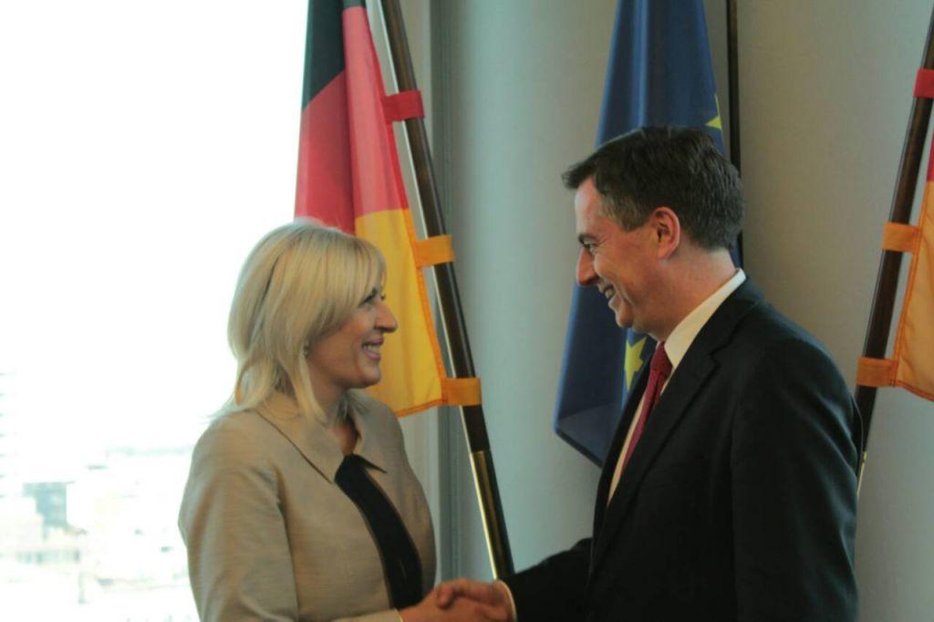 Ј. Јоксимовић: Многи су обећавали чланство у ЕУ, па нису испунили