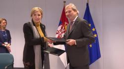Министар за европске интеграције Ј. Јоксимовић и комесар за проширење и суседску политику Хан потписали пакет ИПА 2017 од преко 97 милиона евра