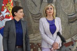 Премијерка А. Брнабић и министар Ј. Јоксимовић