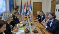 Ј. Јоксимовић са младима Хришћанске демократске уније