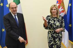 Министар за европске интеграције Јадранка Јоксимовић и амбасадор Италије Карло Ло Кашо.