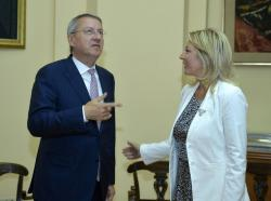 Министар за европске интеграције Јадранка Јоксимовић са Георгијем Ћијамбом