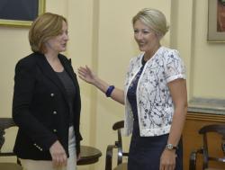 Министар за европске интеграције Јадранка Јоксимовић са Жужаном Харгитаи