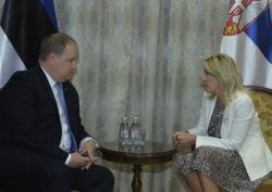 Министар Ј. Јоксимовић са амбасадором Шаером