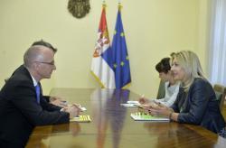 Министар за европске интеграције Јадранка Јоксимовић са амбасадором Шибом
